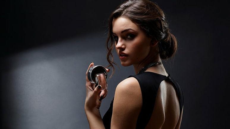 models-model-perfume-woman-wallpaper-pre