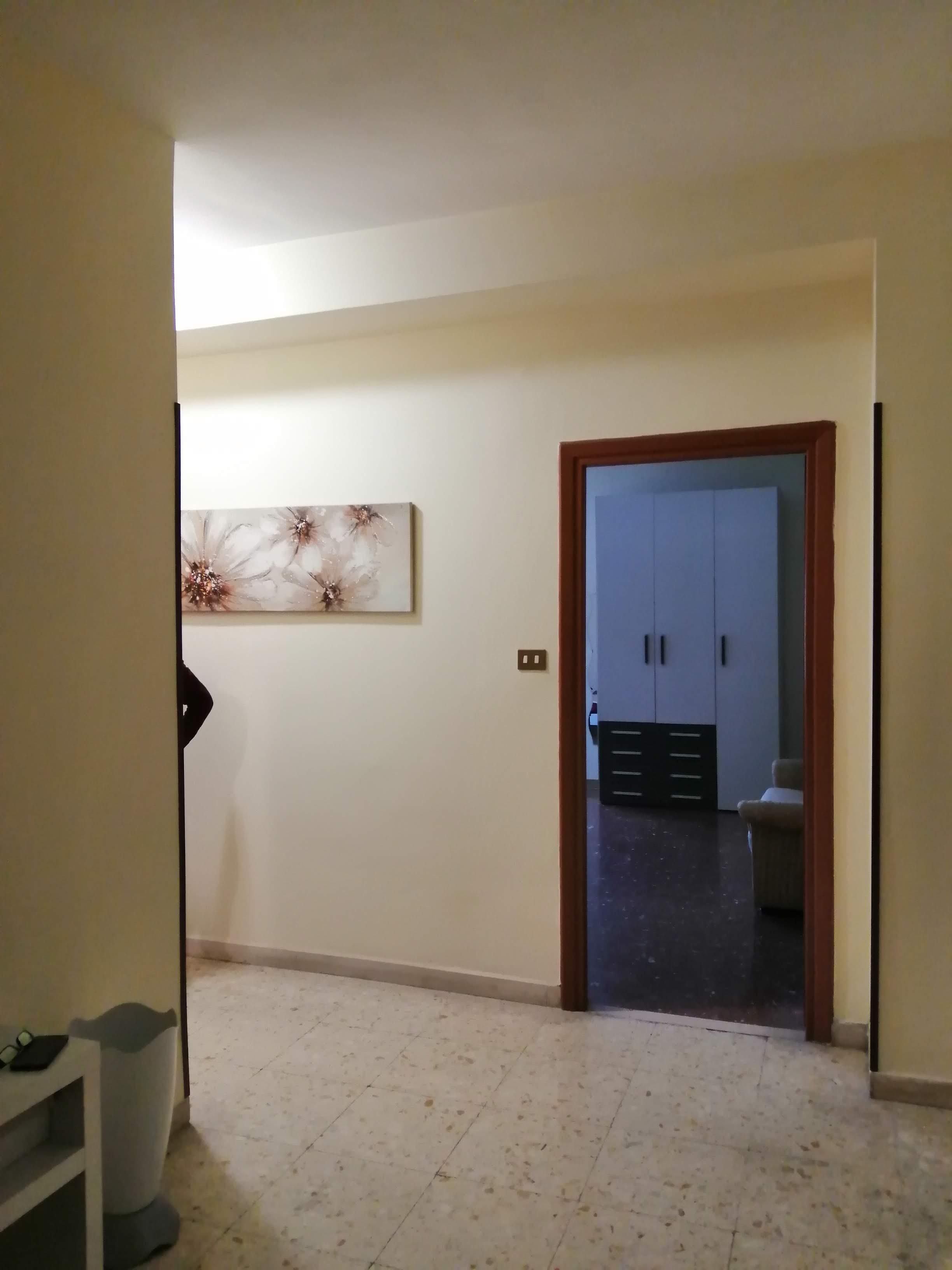 ingresso vista soggiorno