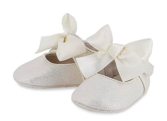 9404 Ivory & Gold Pram Shoes