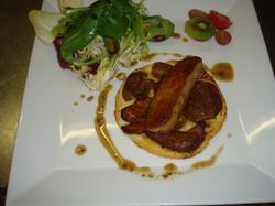 Tatin aux cèpes, foie gras poêlé, jus poivré.JPG