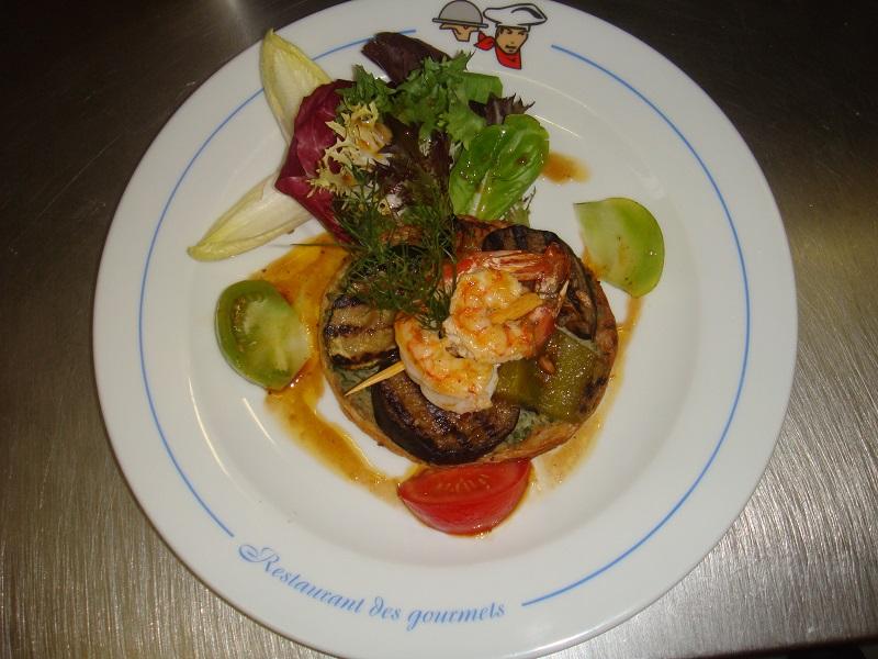 Tarte_aux_légumes_grillés_et_brochette_de_gambas.JPG