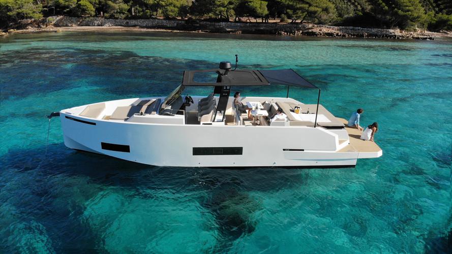 De Antonio Yachts_D42_06.jpg
