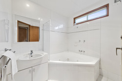 Spa Cabin Bathroom