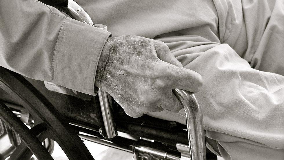 ביקור בית לסיעוד ועזרה לקשיש