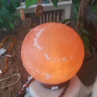 Salzkristallkugellampe