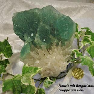 Flourit auf Bergkristall gewachsen