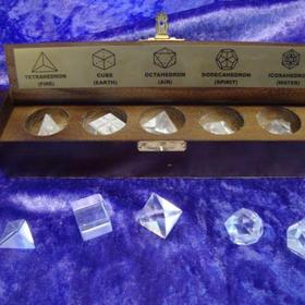 platoniche Körper aus Bergkristall