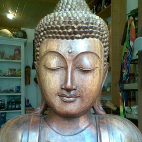 Buddhafigur aus Holz groß