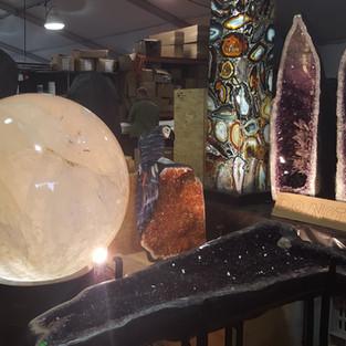 Messe Tucson gigantisch Bergkristallkugel, 2 Mann können sie kaum mit den Händenumfassen