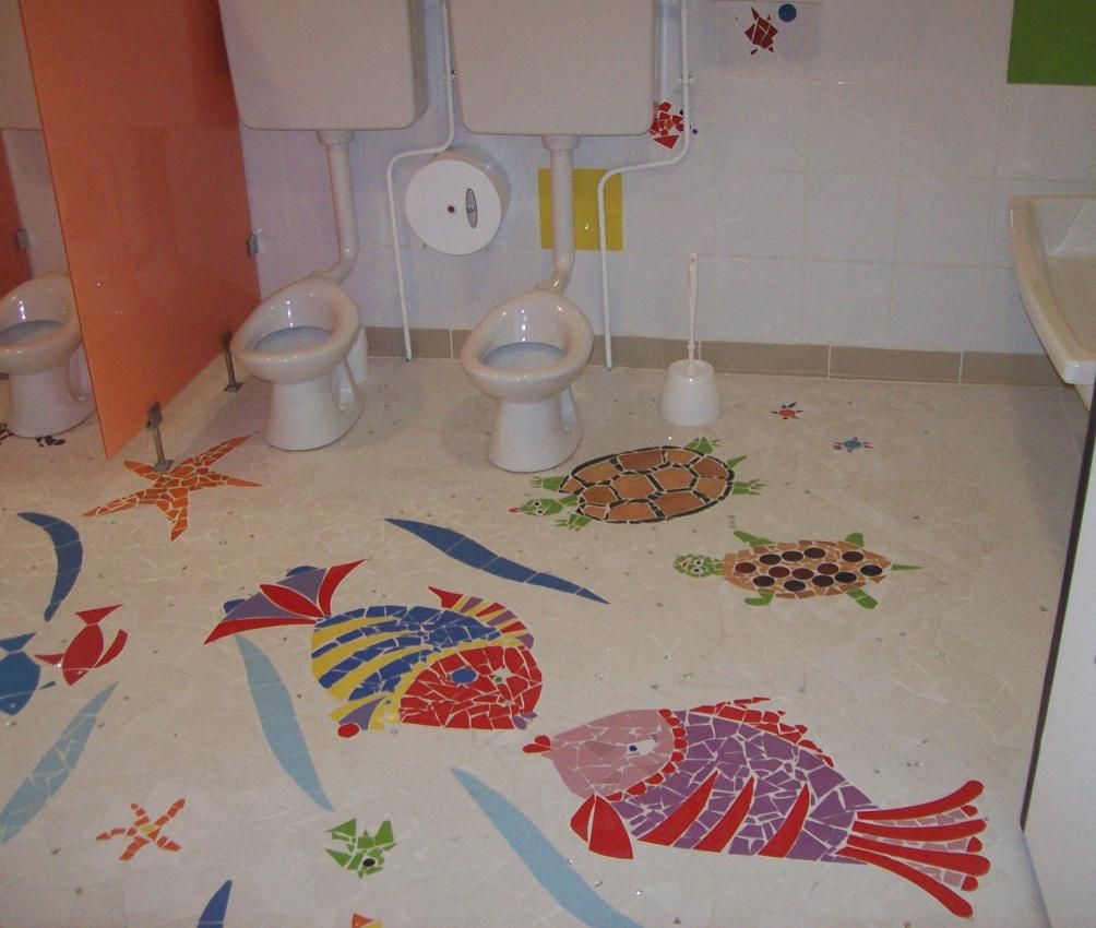 Création de mosaïques dans une école