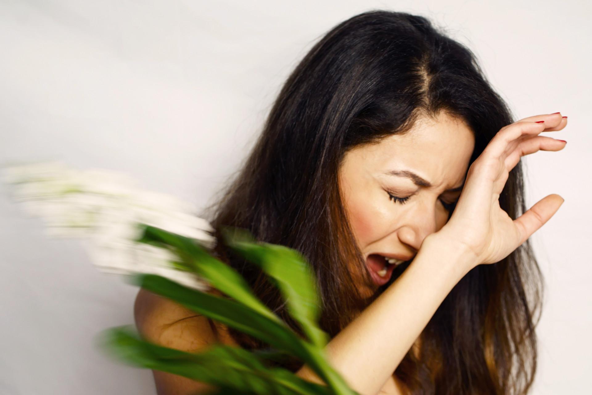 Carola slapped by flowers