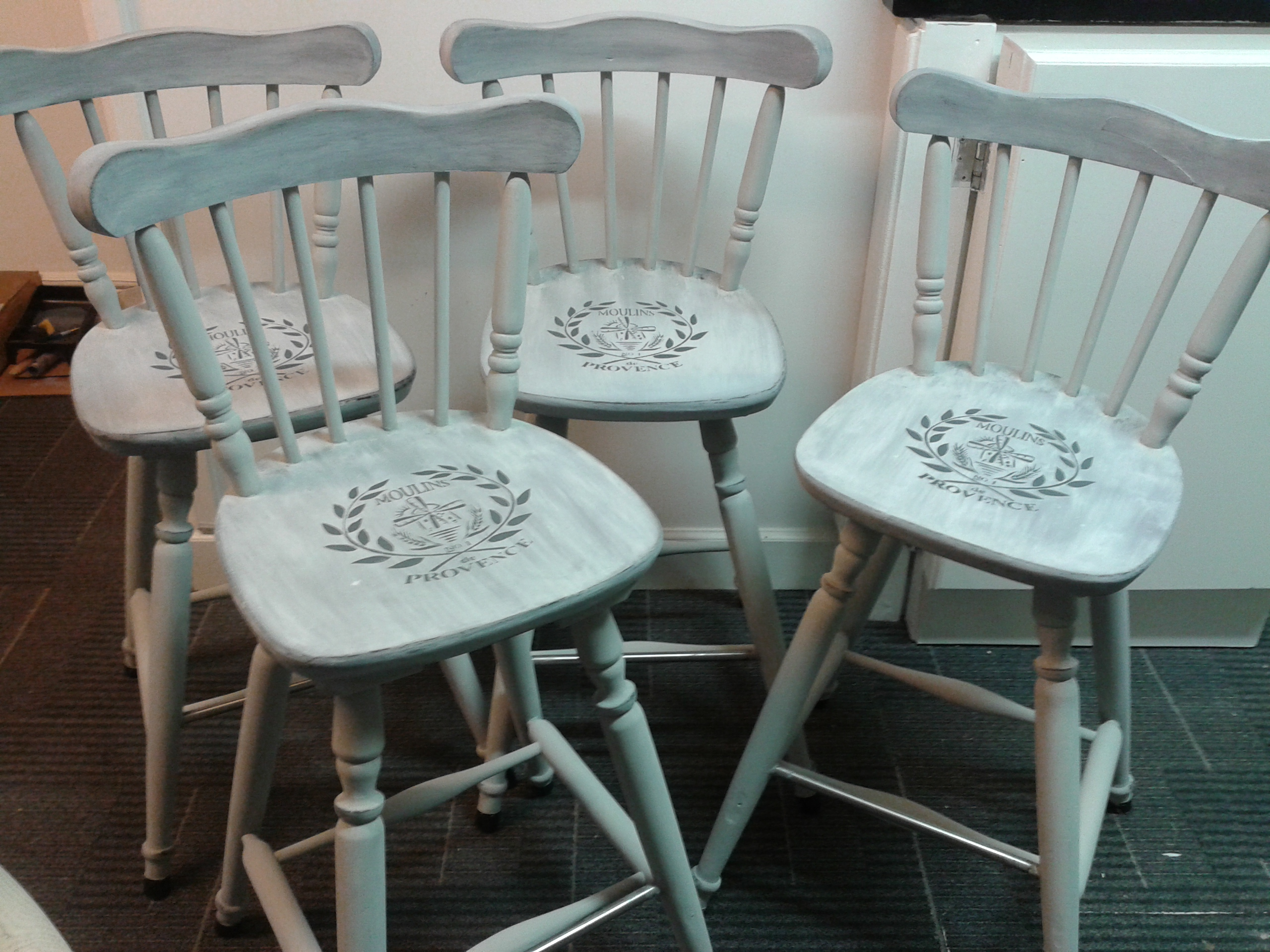 set of 4 kitchen/bar chairs