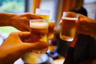グラスビールで乾杯.jpg