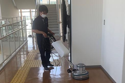 床のクリーニングは不二ビルにお任せください