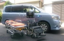誠介護福祉タクシーの車いすとストレッチャー