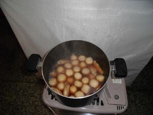 ストーブでコトコト煮込み。