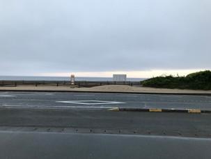 どんよりとした白浜の朝。
