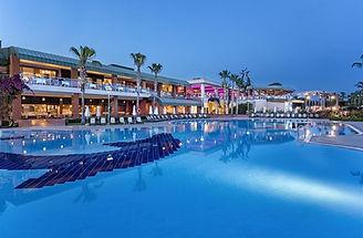 maritim-pine-beach-resort-pool.jpg