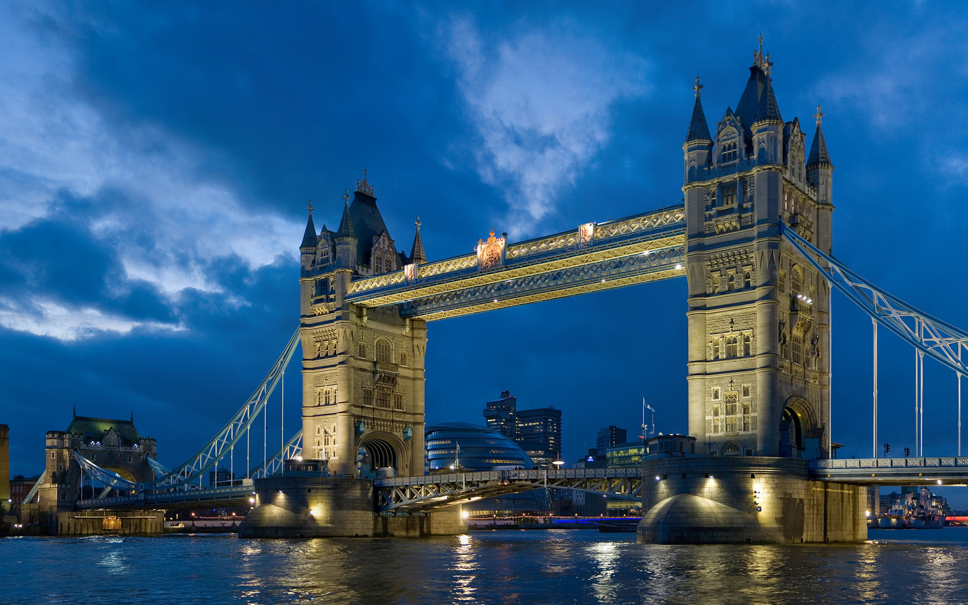 4203211-tower-bridge-london-twilight