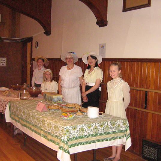 Volunteers Emily, Abby, Marie, Harue & Anabel