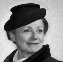 Brenda Babinski as Edith Frank/Mother