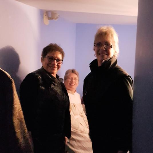 Dawn, Sandy & Lorraine backstage