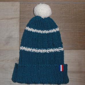 Bonnet bleu/vert tricoté avec rayures blanc et pompon