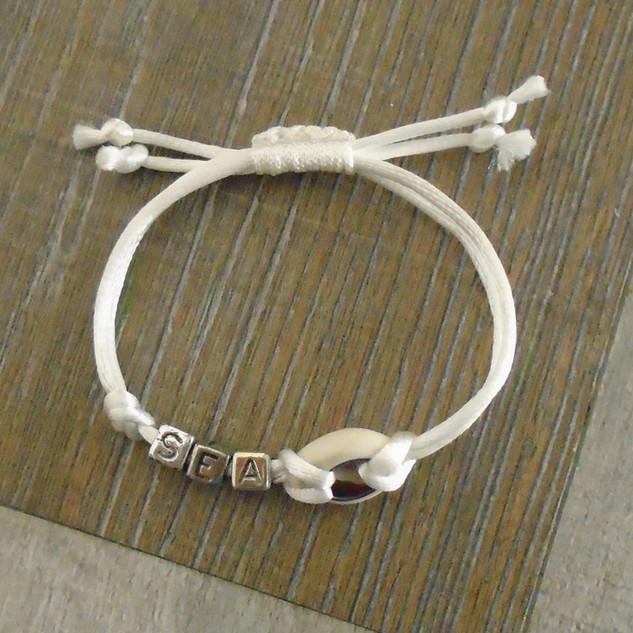 Kleine 'zee'-armband met kauri schelp