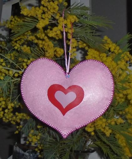 Coeur rose décoratif en feutrine côté verso