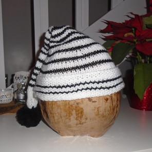 Bonnet tricoté pointu blanc/noir avec pompon