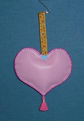 Coeur au papillon en 'cuir simili', côté verso