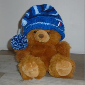 Bonnet enfant tricoté avec pompon