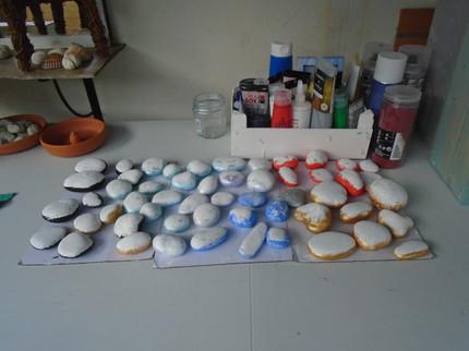 Les pierres en préparation avant décoration