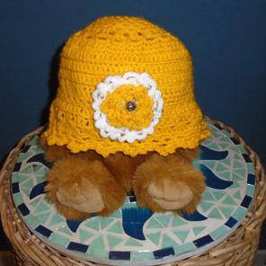 Chapeau cloche vintage avec décoration fleurs et perles