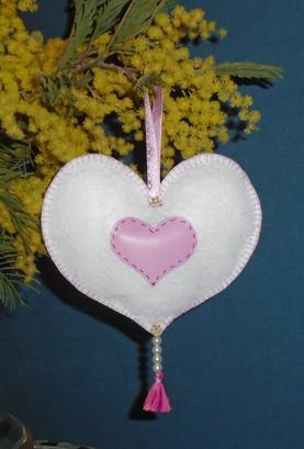 Coeur blanc décoratif en feutrine côté verso