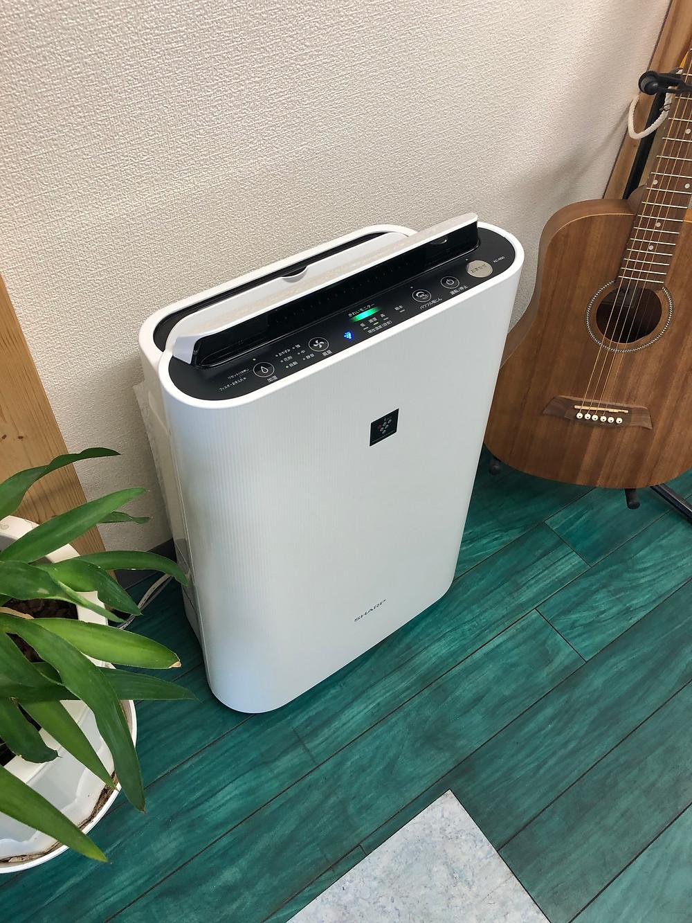 教室の空気清浄機の写真