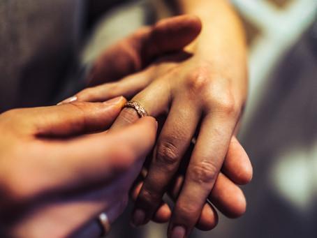 Eheschließung: Den Namen behalten oder den Namen des Partners annehmen?