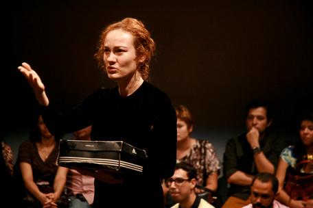 Workshop: Dramaturgias híbridas e performativas –O potencial do documento com Janaína Leite
