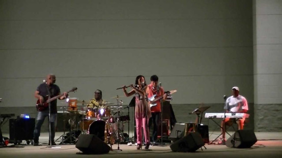 Joyce Spencer  Smooth & RnBJazz Band