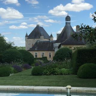 Vue du château depuis la piscine