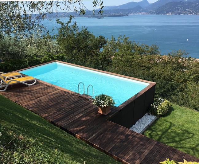 Piscina con vista Lago di Garda