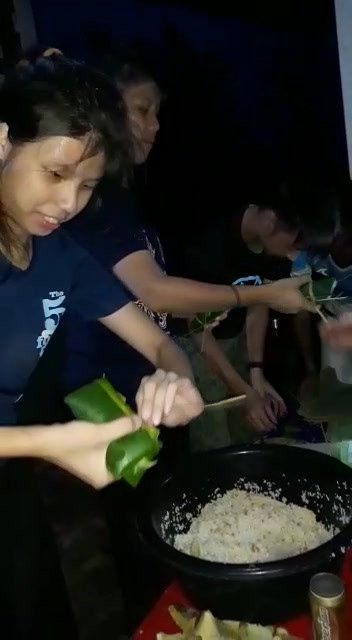 Making Khao Tom