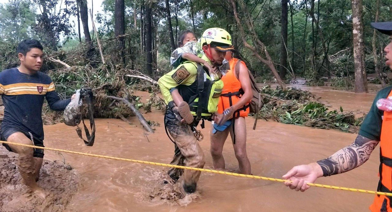A member of the Thai Rescue Team volunte