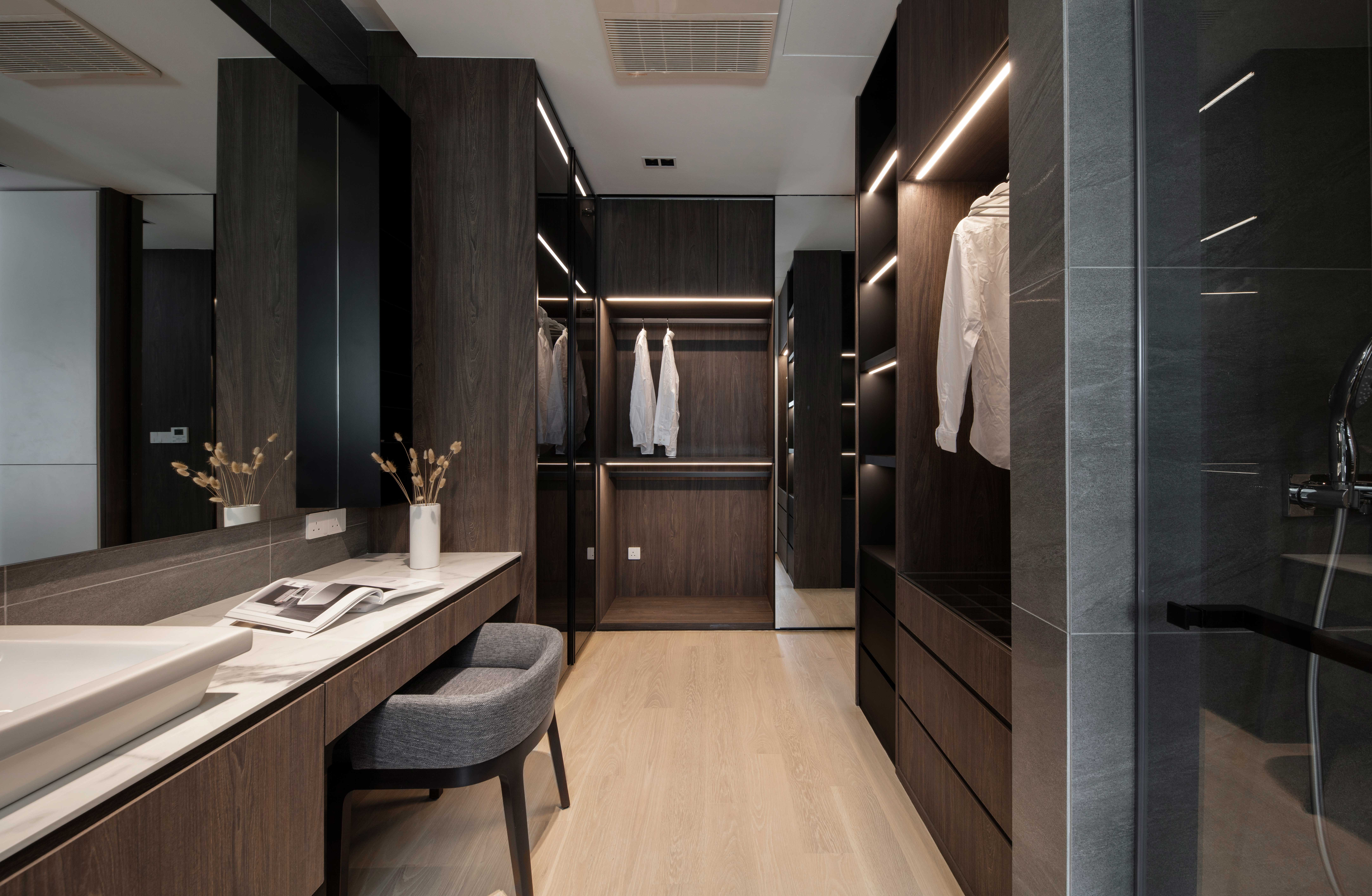 Walk in wardrobe & bathroom