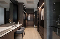 Walk in wardrobe & bathroom