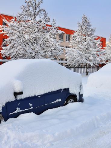 Sneeuw Behandelde Auto