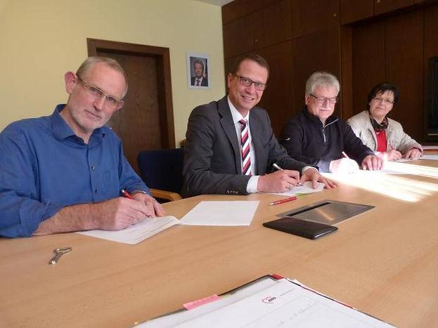 Unterschreiben des Koalitionsvertrags Buseck