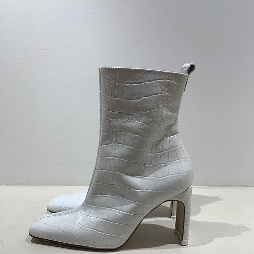 Boots Miista London