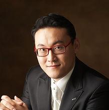 조아합창단 지휘자 이건륜_edited.jpg