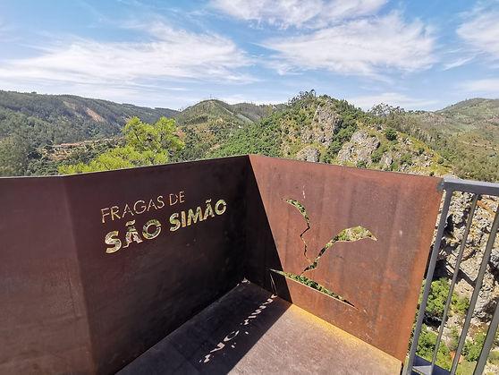 Trilhos nas Fragas de São Simão situado na Serra da Lousã